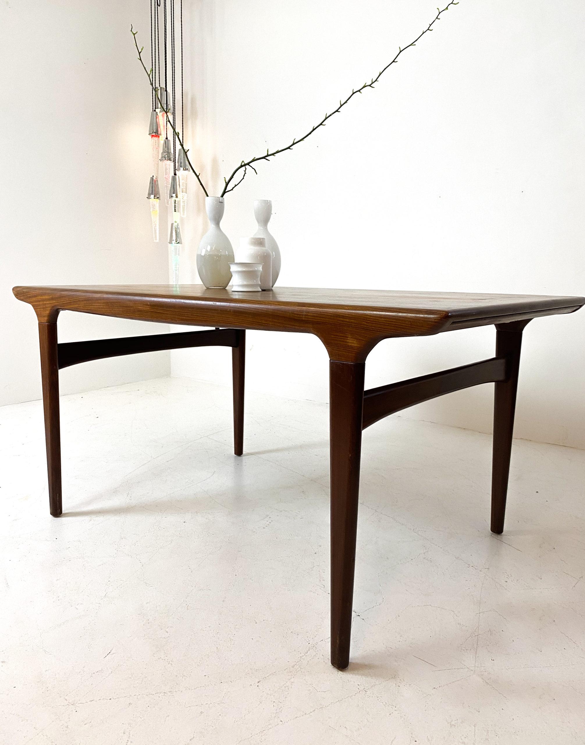 Matbord i teak med iläggsskivor, Johannes Andersen, Danmark